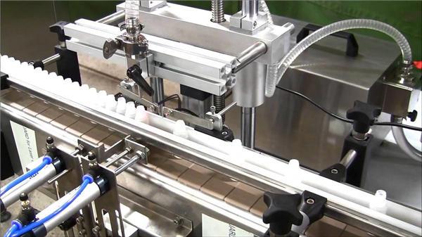 Riempitrice automatica di bottiglie di liquido elettronico ad alta velocità